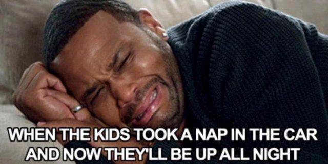 drzemka, płacz, śmieszne memy o rodzicielstwie, rodzicach i dzieciach