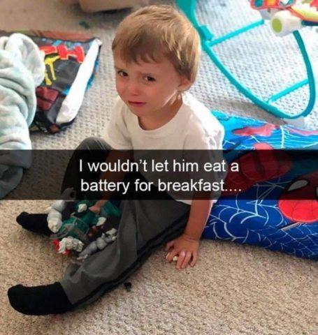 bateryjki, zabawki, Płaczące dzieci w śmiesznych memach po angielsku