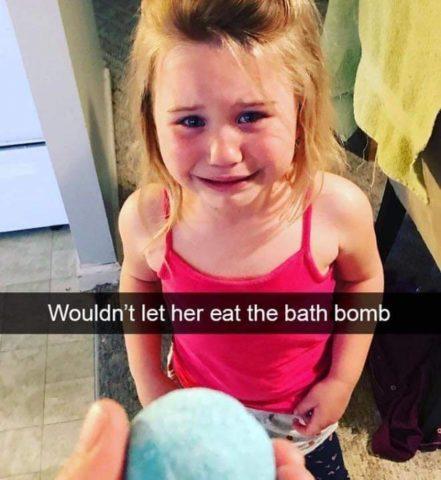 kula do kąpieli, Płaczące dzieci w śmiesznych memach po angielsku