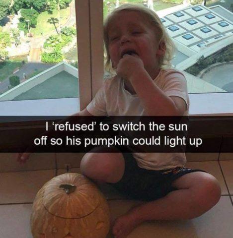 Płaczące dzieci w śmiesznych memach po angielsku, dynia, haloween