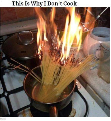gotowanie po angielsku w memach do nauki, pożar, spagetti